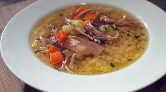 Slepičí polévka s chilli a nudlemi – recept zdarma