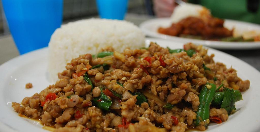 Thajské kořeněné bazalkové kuře – recept zdarma