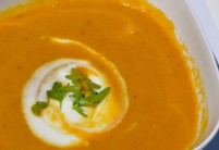 Mrkvová polévka s kayenským pepřem a mascarpone – recept zdarma