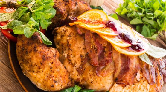 Jarní grilované kuřátko s římským salátem