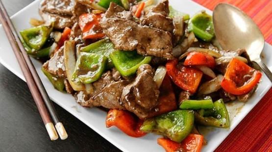Ďábelské hovězí maso z wok pánve