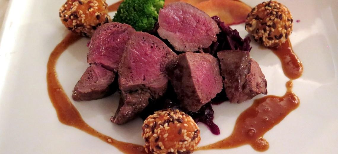 Zvěřinový steak s chilli a cibulí