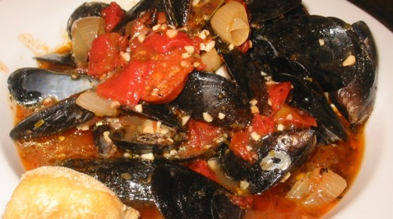 Léto nekončí! Kořeněné mořské plody s kapkou chardonnay – recept zdarma