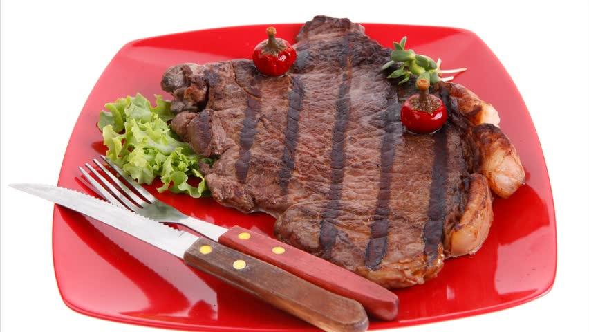 Grilovaný steak s chilli papričkami v alobalu