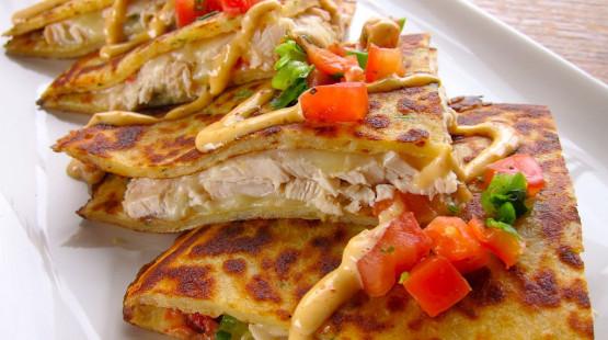 Kuřecí quesadilla s indickým dipem